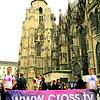 Promenade de la banderole cross.tv dans Vienne